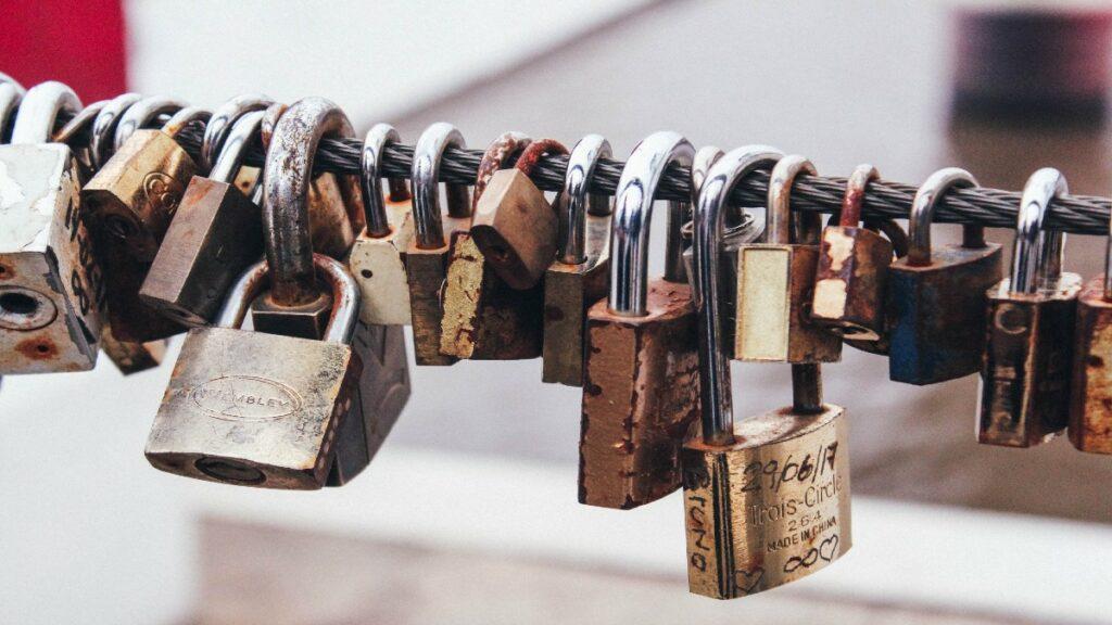 Locks representing zero trust